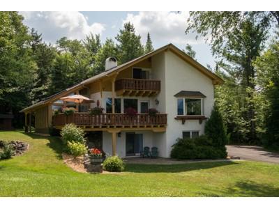 Casa para uma família for sales at Olympic Hills - Lake Placid 54 Split Rock Rd. Lake Placid, Nova York 12946 Estados Unidos