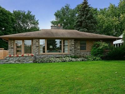 Villa for sales at 5017 Richmond Drive  Edina, Minnesota 55436 Stati Uniti
