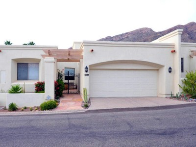 Townhouse for sales at Stunning Mountain Views from Skyline Country Club Townhome 5039 E Calle Brillante #66600 Tucson, Arizona 85718 United States