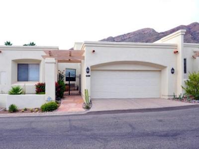 Casa Unifamiliar Adosada for sales at Stunning Mountain Views from Skyline Country Club Townhome 5039 E Calle Brillante #66600 Tucson, Arizona 85718 Estados Unidos