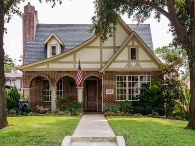 Maison unifamiliale for sales at M-Street Tudor 5226 Ridgedale Avenue  Dallas, Texas 75206 États-Unis