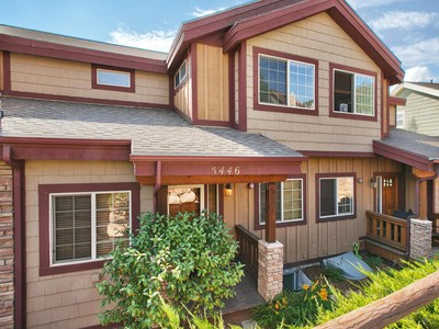 Casa para uma família for sales at Great Value Bear Hollow Village Townhouse 5446 Bobsled Blvd Park City, Utah 84098 Estados Unidos