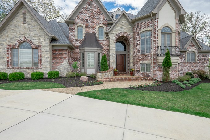 Casa para uma família for sales at Gorgeous Custom Built Brick & Stone Manse 110 Grand Meridien Forest Wildwood, Missouri 63005 Estados Unidos