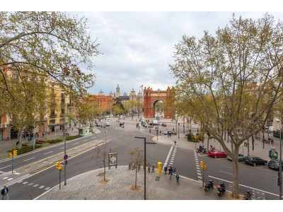 Appartement for sales at Apartment overlooking the Arco de Triunfo Barcelona City, Barcelona Espagne