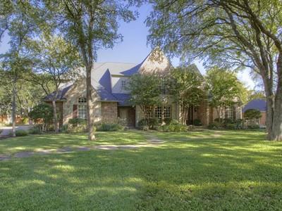 Vivienda unifamiliar for sales at 8416 Ashbriar Lane   Fort Worth, Texas 76126 Estados Unidos