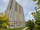 Condominio for  sales at Serene Park and River Walk Setting 700 N Larrabee Street Unit 110  Near North Side, Chicago, Illinois 60654 Estados Unidos