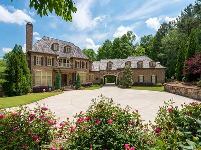 Maison unifamiliale for sales at Truly Extraordinary Home 200 Woodhaven Lane Ball Ground, Georgia 30107 États-Unis