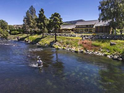 Nhà ở một gia đình for sales at Lower Deschutes Riverhouse 6202 NW Vanora Drive Madras, Oregon 97741 Hoa Kỳ