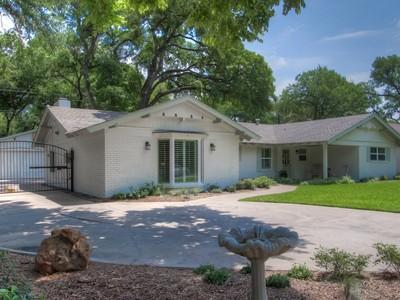 Nhà ở một gia đình for sales at 3209 Chaparral Lane  Fort Worth, Texas 76109 Hoa Kỳ