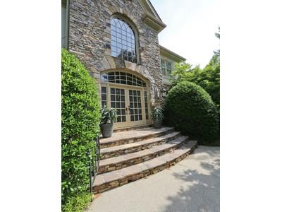 단독 가정 주택 for sales at Stunning Executive Home With Fine Attention To Detail 170 Sheridan Point Lane Sandy Springs, 조지아 30342 미국