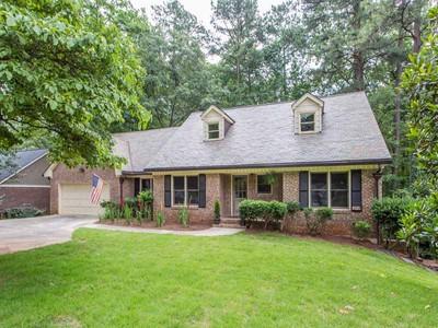 Maison unifamiliale for sales at One of a Kind 645 Spalding Drive Atlanta, Georgia 30328 États-Unis