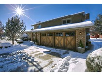 Maison unifamiliale for sales at Private Acreage with Gorgeous Mountain Views! 65161 Highland Road   Bend, Oregon 97701 États-Unis
