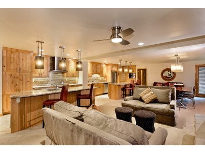 共管式独立产权公寓 for sales at Shadowbrook Condominium 105 Campground Lane Unit 202/203   Snowmass Village, 科罗拉多州 81615 美国