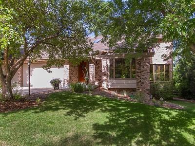 Einfamilienhaus for sales at 9643 E Lake Cir 9643E Lake Cir Greenwood Village, Colorado 80111 Vereinigte Staaten