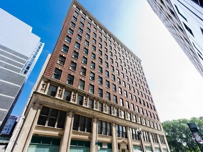 Appartement en copropriété for sales at Architectural Gem! 888 S Michigan Avenue Unit 500   Chicago, Illinois 60605 États-Unis