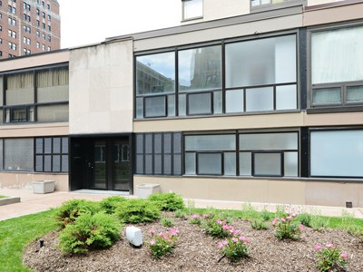 타운하우스 for sales at Contemporary Rehab Three Bedroom Townhome 2918 N Sheridan Road Chicago, 일리노이즈 60657 미국