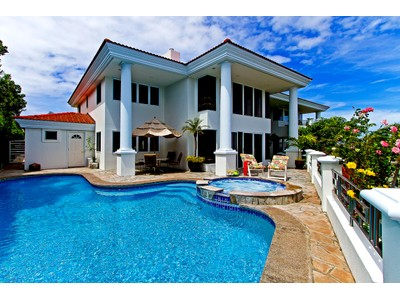 Casa Unifamiliar for sales at Luxury Living on Top of the World at Napali Haweo 109 Waihili Place   Honolulu, Hawaii 96825 Estados Unidos