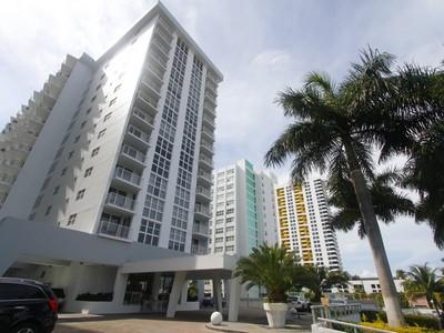 Кооперативная квартира for sales at 1128 West Ave. #511 1228 West Ave. #511 Miami Beach, Флорида 33139 Соединенные Штаты