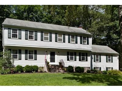 独户住宅 for sales at On Westport Border 14 Arlen Road Weston, 康涅狄格州 06883 美国