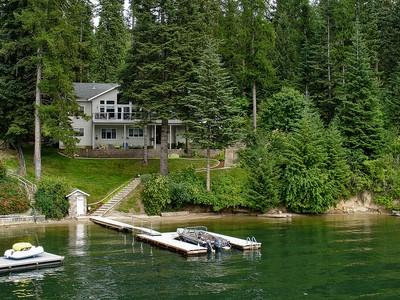 단독 가정 주택 for sales at Hayden Lakefront Beauty Deep Water Dock 13639 Vandenburg Ln Hayden, 아이다호 83835 미국