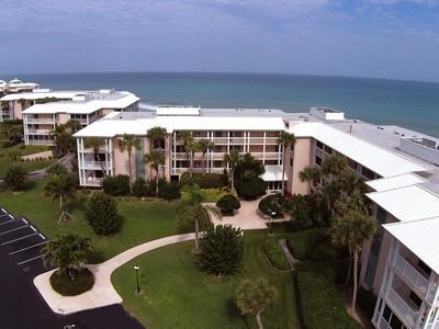 Condominio for sales at Oceanfront Condo in Sea Oaks 8830 Sea Oaks Way #209 Vero Beach, Florida 32963 Estados Unidos
