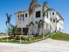 Vivienda unifamiliar for  sales at Extraordinary Avalon Beach Oceanfront Home with Elevator 6408 Ocean Estates Ct Fort Pierce, Florida 34949 Estados Unidos