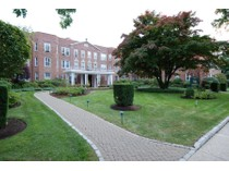共有 for sales at Two bedroom White Plains Co-op 101 Old Mamaroneck Road Unit #1C5   White Plains, 紐約州 10605 美國