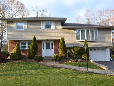 Villa for sales at Your Drean Home 10 Valleyview Road Elmsford, New York 10523 Stati Uniti