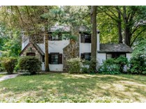Einfamilienhaus for sales at Charming and Sunny Greenacres Tudor 42 Huntington Avenue   Scarsdale, New York 10583 Vereinigte Staaten