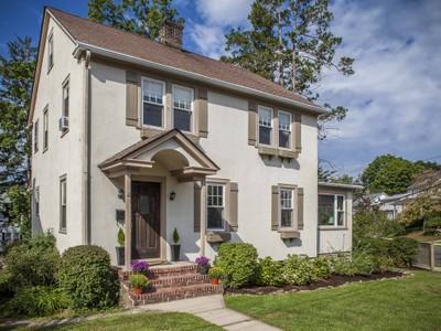 단독 가정 주택 for sales at Charming Colonial 48 Rockland Avenue Port Chester, 뉴욕 10573 미국