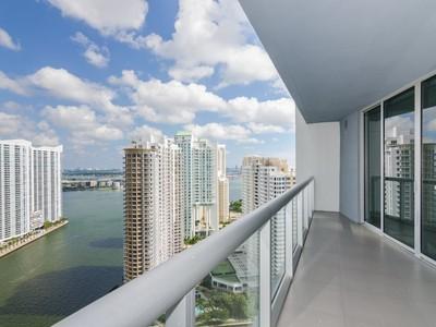 Condomínio for sales at Icon Brickell 495 Brickell Ave #3308  Miami, Florida 33131 Estados Unidos