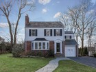 Einfamilienhaus for sales at Mint Condition Colonial 18 Lawrence Parkway Tenafly, New Jersey 07670 Vereinigte Staaten