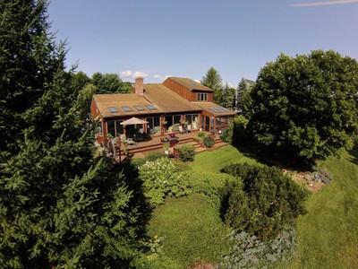 Casa para uma família for sales at Lake Zoar Waterfront with Boat Ramp 14 Bridge End Farm Ln Newtown, Connecticut 06482 Estados Unidos