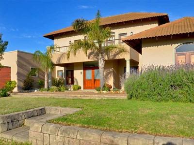 Villa for sales at Lifestyle property in secure equestrian estate Stellenbosch, Capo Occidentale Sudafrica