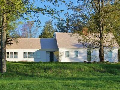 Maison unifamiliale for sales at The William Varnum House 1643 Green Bay Loop Peacham, Vermont 05862 États-Unis