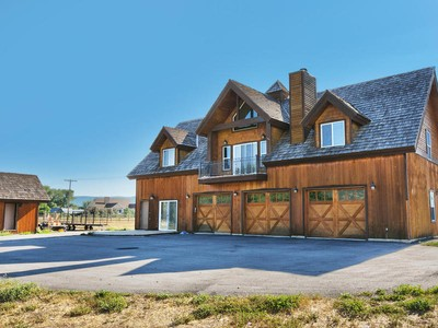 Maison unifamiliale for sales at Delightful Home on 8.5 Acres 2790 South 3600 West  Charleston, Utah 84049 États-Unis