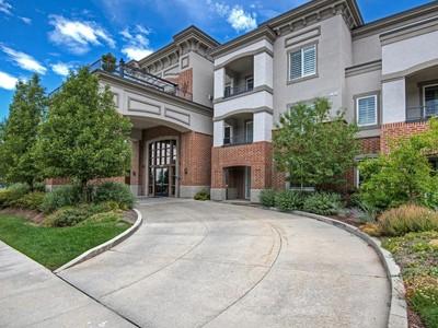 共管式独立产权公寓 for sales at Beatuiful Top Floor Condo 2665 Parley's Way #309 Salt Lake City, 犹他州 84109 美国