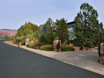 独户住宅 for sales at Charming West Sedona Contemporary Home 20 Calle Feliz Sedona, 亚利桑那州 86336 美国