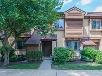 Casa para uma família for sales at Lovely Upgraded Chelsea Townhome - Plainsboro Township 4420 Sayre Drive   Princeton, Nova Jersey 08540 Estados Unidos