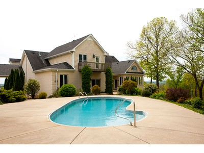 Single Family Home for  at 225 Chipman Road  Bethpage, Tennessee 37022 United States