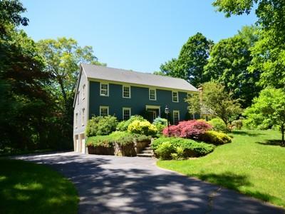 단독 가정 주택 for sales at Impeccable Colonial! 163 Limestone Rd. Ridgefield, 코네티컷 06877 미국