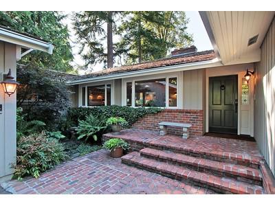 Maison unifamiliale for sales at 33 Country Club 33 Country Club Dr SW Lakewood, Washington 98498 États-Unis