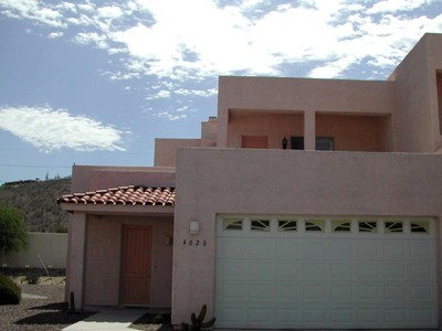 联栋屋 for sales at Contemporary Southwest Three Bedroom Town Home Near Sabino Canyon 4020 N Flaming Sky Place  Tucson, 亚利桑那州 85750 美国