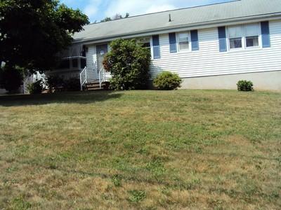 獨棟家庭住宅 for sales at Comfortable Ranch 6 Harvest Hill Road Berlin, 康涅狄格州 06037 美國