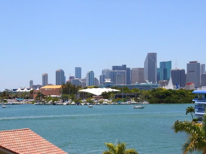 Villa for sales at 1201 N Venetian Way  Miami Beach, Florida 33139 Stati Uniti
