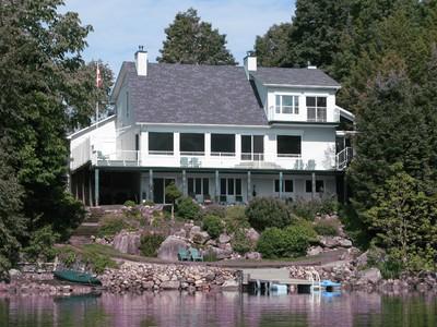 Einfamilienhaus for sales at Val-des-Bois 118 Ch. de la Pointe Val-Des-Bois, Quebec J0X3C0 Kanada