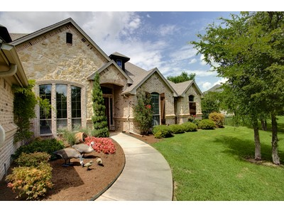 Moradia for sales at 5112 Oak Mill Drive  Fort Worth, Texas 76135 Estados Unidos