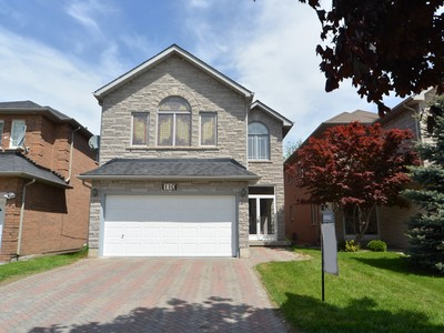 Maison unifamiliale for sales at Rare Townsgate Home 110 Townsgate Drive Vaughan, Ontario L4J8A4 Canada
