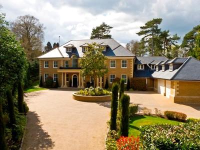 Maison unifamiliale for sales at Lenox House  Weybridge, Angleterre KT13 0NB Royaume-Uni