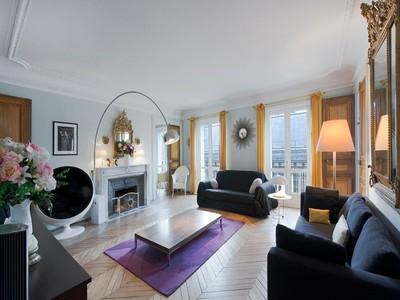 Appartement for sales at Apartment - Palais Royal rue d'argenteuil Paris, Paris 75001 France